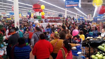 Desde los primeros minutos del viernes, acudieron a centros comerciales.