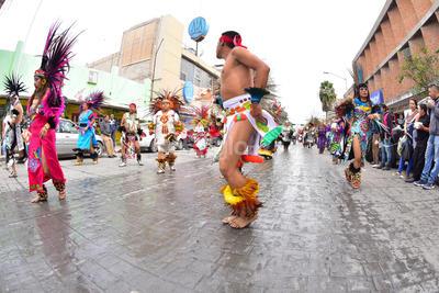Los danzantes son quienes acompañarán a los peregrinos en su trayecto a la parroquia durante los siguientes días hasta llegar al 12 de diciembre.