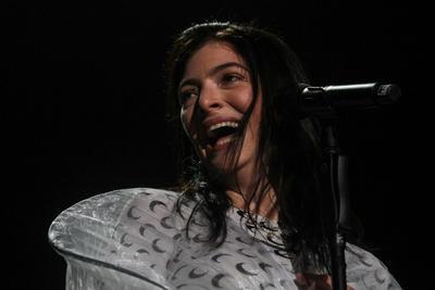 Previo a Williams, la cantante Lorde se presentó.