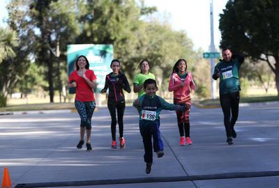 Corren por el 64 aniversario del Club Campestre de Durango