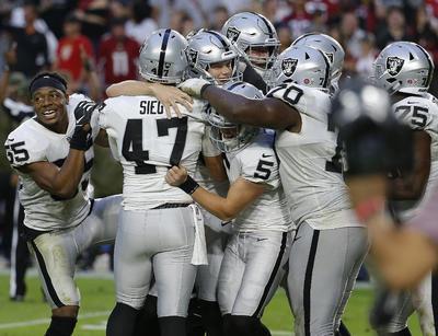 Daniel Carlson conectó un gol de campo de 35 yardas sin tiempo en el reloj para darle a los Raiders el triunfo ayer 23-21 sobre los Cardinals en un duelo entre dos equipos que están al fondo de la liga. Los Raiders (2-8), que venían de cinco derrotas en fila.