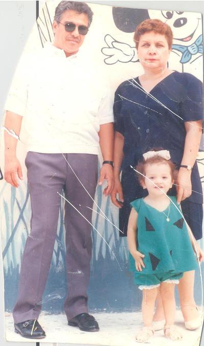 18112018 Carlos y María Estela con Andrea Belén en la década de los 90's.