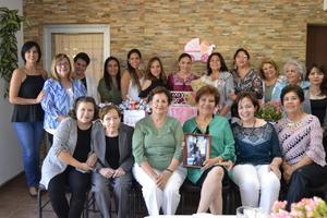 19112018 BABY A DISTANCIA.  Fiesta de canastilla organizada por Rosa Lilia López Moreno para su hija, Brenda, quien reside en Inglaterra y está próxima a debutar como mamá. En el festejo, estuvieron presentes amistades de Brenda, así como de Rosa Lilia.