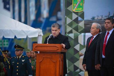 El gobernador de Coahuila durante el desfile de la Revolución Mexicana en Monclova.