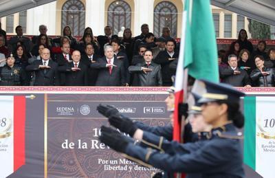 Con más de nueve mil participantes se llevó a cabo el día de hoy la conmemoración del 108 aniversario de la Revolución Mexicana en Saltillo.