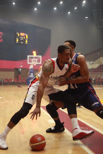Un duelo de alarido de la Liga Nacional de Baloncesto Profesional.