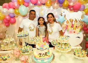 21112018 MUCHAS FELICIDADES.  Zoé González Hernández acompañada de sus papás, Horacio González e Isela Hernández, en la fiesta que le organizaron con motivo de sus 9 años de vida.