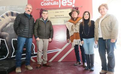 El gobernador Miguel Ángel Riquelme Solís y el alcalde Gilberto Salazar Aguirre, acompañados del delegado del INAH, Francisco Aguilar Moreno, develaron la placa alusiva a la fecha