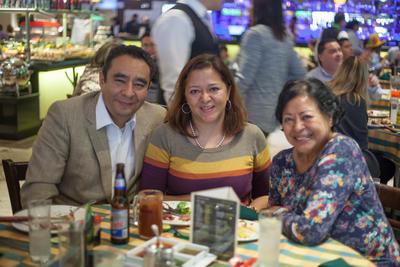 22112018 Óscar, Laura y Ma. del Carmen.