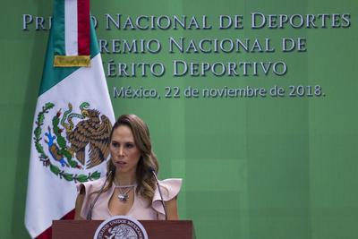 La atleta Samantha Terán, durante su participación en la ceremonia del Premio Nacional de Deportes y Premio Nacional de Mérito Deportivo 2018, que se realizó en la residencia Oficial de Los Pinos.