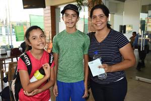 Estefania y Angel Nevarez Aparicio, Elsa Aparicio