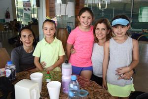 Montserrat y Fernanda Temprana Falco, Melody Falco Diaz, Stephanie Sada Rivera y Michelle Cantu Sada
