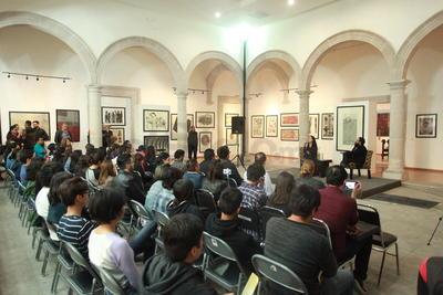 El conversatorio, que formó parte del Programa Anual de Artes Visuales. Tuvo como protagonistas temas como la inmediatez, la evasión de la realidad, la ética, el dibujo y las modas.