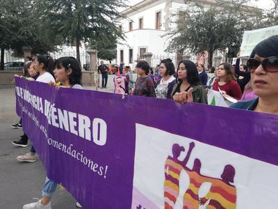 """""""Cada año hacemos algo para conmemorar la fecha y bueno este año es una marcha, junto con familiares de las víctimas de feminicidio y desaparecidas. El objetivo este año es denunciar la violencia institucional y que se acaben con estas prácticas"""", explicó Adriana Teresa Romo, Red de Mujeres de La Laguna."""