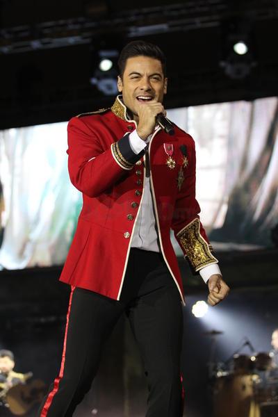 Rivera dejó sus más grandes hits para el final, 'Fascinación', 'Me muero' y '¿Cómo pagarte?', para luego dejar de lado el pop y la balada y poner fin a la presentación con el ritmo urbano de 'Regrésame mi corazón', su reciente corte promocional.