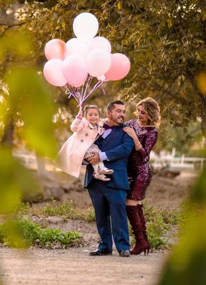 25112018 Esaú Daniel Vega y Myrna Bonilla Dávila con su hija, Camila Vega Bonilla.