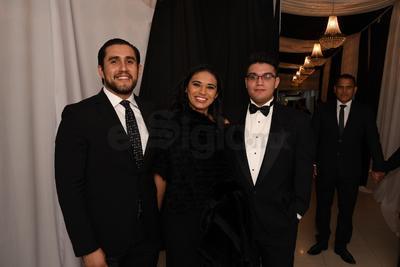 Carlos Fernando García, Camila Balderas y Eduardo Balderas.