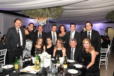 Dr. Manuel Ramírez, Lourdes Jiménez, Elías Bechelani, Irene Salum, Braulio Bustamante y Sra., Saúl Medina y Tere Bechelani, entre otros.