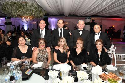 Margarita Casas de Ávila, Ivy Quezada de Lanzarín, Liliana Salinas, Luly Gamboa, Gaby de Parral, David Lanzarín, Eleazar Gamboa, Victor Hugo Castañeda y Octavio Parral.