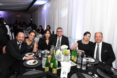 Iván Herrera, Ana Isabel Nájera, Claudia Castañeda, Cuauhtémoc Simental, Mane Escamilla y Eduardo Garza.