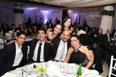 Miguel Luna, Carlos Villalobos, Manuel Peyro, Liliana Galindo, Andrea Peyro y Karine Peyro.