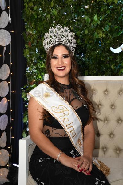 Alejandra Bustamante González, reina del 64 aniversario del Club Campestre de Durango.