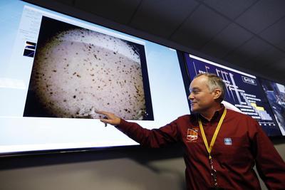 InSight culminó hoy con su aterrizaje un viaje de 485 millones de kilómetros, los que separan la Tierra de Marte, que comenzó el pasado 5 de mayo cuando despegó de la Base Aérea Vandenberg en California (EU).