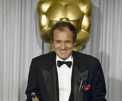 Bertolucci entró en el mundo del celuloide con 20 años de la mano de Pier Paolo Pasolini, a quien asistió durante el rodaje de Accattone (1961).