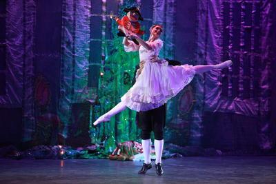 Sin embargo, el argumento que daría vida, años más tarde al Ballet de Tchaikovsky deriva de una adaptación que Alejandro Dumas (padre) hiciera del texto de Homann.