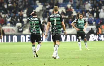 Un golazo de Rogelio Funes Mori en el complemento, le dio el triunfo a los Rayados del Monterrey 1-0 sobre el campeón Santos Laguna, en el choque de ida de los cuartos de final de la Liga MX, jugado ante una pobre asistencia de aficionados en el Estadio BBVA Bancomer.