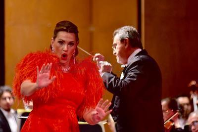 Especialmente con Sola, perduta, abbandonata, de Manon Lescaut de Puccini; un dramatismo elegante, una gran línea de canto, y un delicado cierre del aria, que robó varias ovaciones del público lagunero.