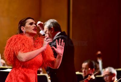En donde Arteta lució todas las virtudes escénicas con las que cuenta, fue con el repertorio operístico.