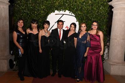 Laura Bringas, Bárbara Vargas, Daniela Estevané, Iván Herrera, Andrea Juárez, Alma López y Mirzi Ramírez.
