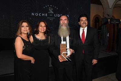 Araceli de Soriano, Dra. Ana Beatriz González, Dr. Martín Soriano y Dr. José Ramón Enríquez.