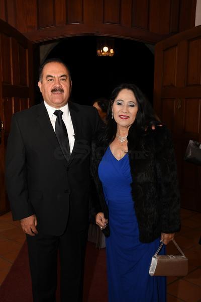 Ing. Gonzalo Salas Chacón y Dra Rosa María Moncivais Chávez.