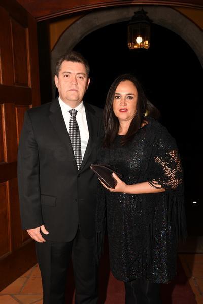 Javier Mier Mier y Sra.