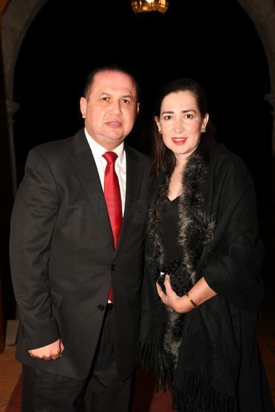Ernesto Alanís y Tania Hernández.