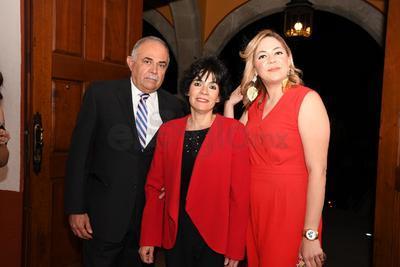 Adolfo Cárdenas, Linda Villanueva y Bárbara Carrera.