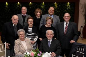 29112018 BODAS DE TITANIO.  Martha Torre Blanca y Francisco Ledesma acompañados de sus amigos de toda la vida.