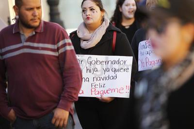 La manifestantes caminaron por la avenida 20 de Noviembre, para luego dar vuelta en la calle Zarco y continuar su avance hasta incorporarse al bulevar Domingo Arrieta y llegar a la SEED.