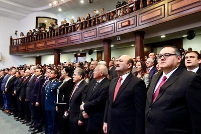 Ya en su mensaje, Riquelme resaltó la generación de 14 mil fuentes de empleo en su administración.