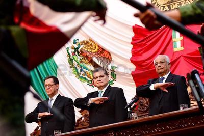 """El gobernador del estado de Coahuila, Miguel Ángel Riquelme Solís, ofreció esta mañana un mensaje con motivo de su primer Informe de Gobierno, en el cual aseguró que durante su administración se han alcanzado """"importantes metas"""", por lo que """"hoy los ojos del mundo están puestos en Coahuila""""."""