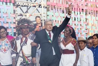 El ritual inició con la petición para comenzar con la purificación de López Obrador, para que el gobierno entrante cobre fuerza ante los desafíos venideros.