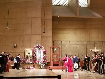 Con mariachi, en Los Ángeles también entonaron serenata.