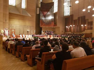 En Los Ángeles, California, hasta unos tres mil fieles católicos llegaron para la misa que celebraron en honor a la Guadalupana.