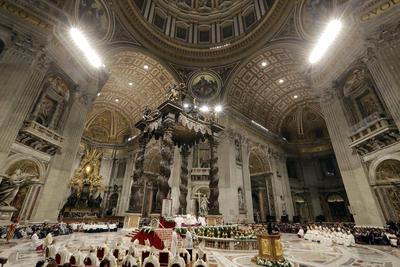 Fieles, cardenales y religiosos estuvieron presentes en el Vaticano.