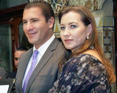 Rafael Moreno Valle, coordinador de la bancada panista en el Senado y la gobernadora de Puebla, Martha Érika Alonso.