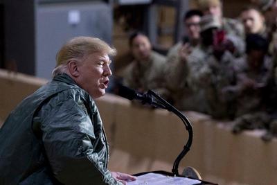"""""""Lo que sea necesario. Necesitamos un muro. Necesitamos seguridad en nuestro país. Incluso desde este punto de vista. Tenemos terroristas que vienen a través de la frontera sur"""", dijo Trump preguntado sobre la duración del cierre."""