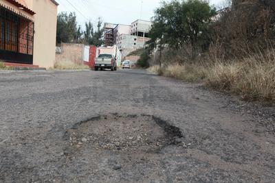 Derivado del poco mantenimiento que las autoridades le han dado, considerando los años de antigüedad y la carga vehicular que tiene.