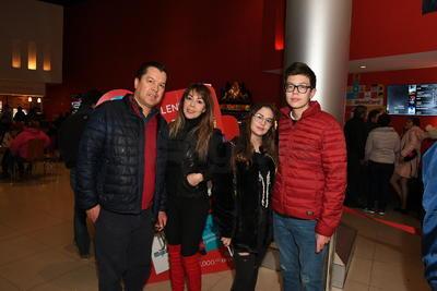 Ernesto Guerrero, Claudia de Guerrero, Ximena Guerrero y Ernesto Guerrero.
